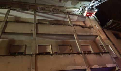 Crollo di calcinacci a Gandino, intervento dei Vigili del fuoco