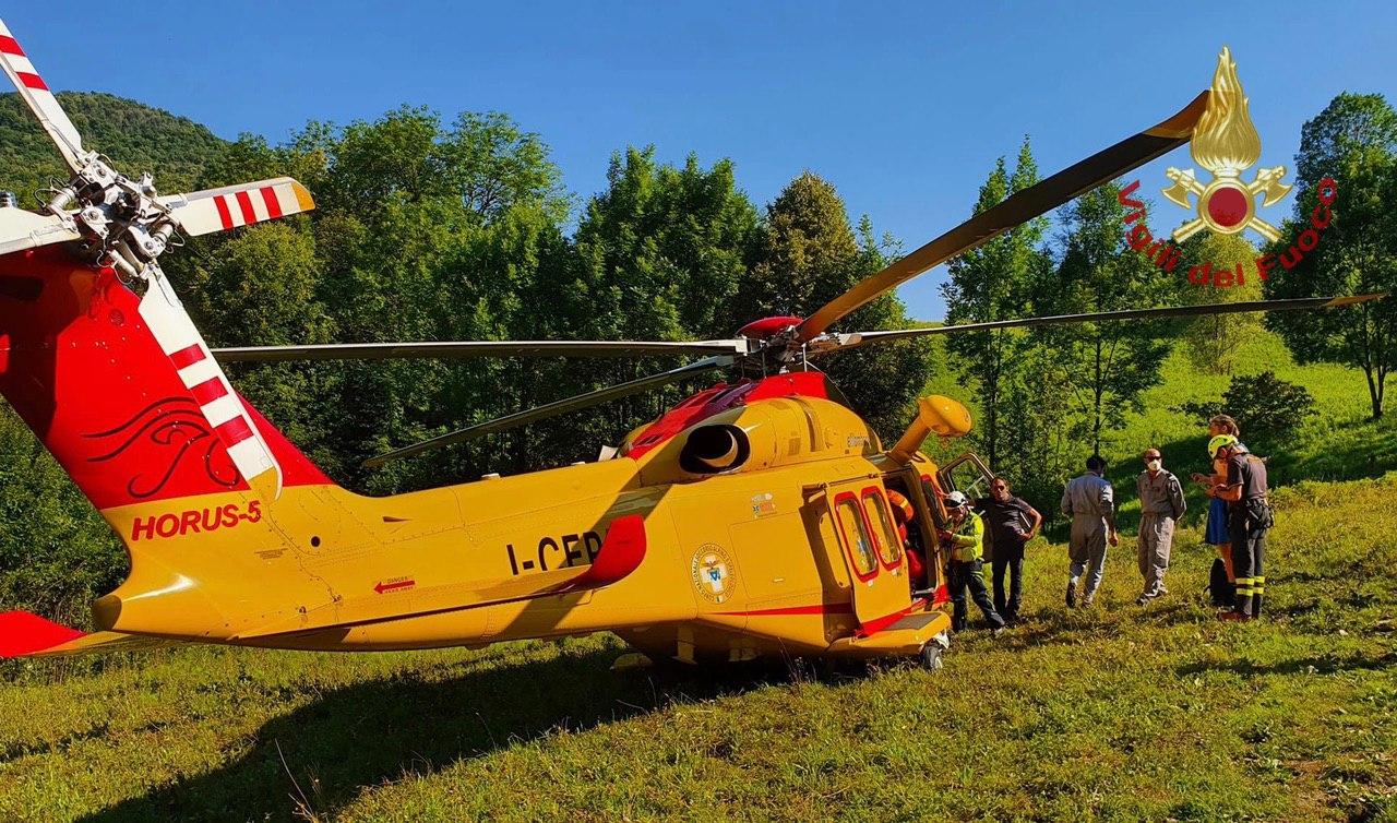 16enne caduto nelle buche di Nese, recuperato dai Vigili del fuoco e dall'elisoccorso